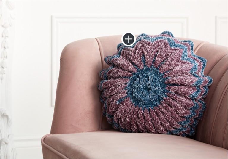 Easy Crochet Pleated Pillow