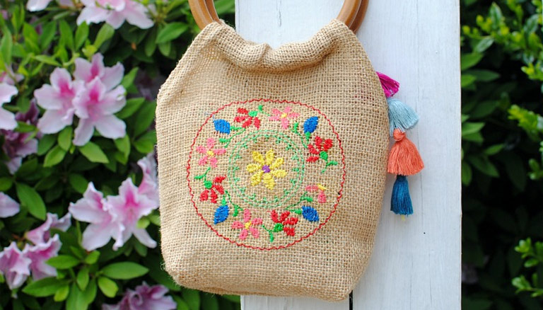 DIY Embroidered Burlap Purse