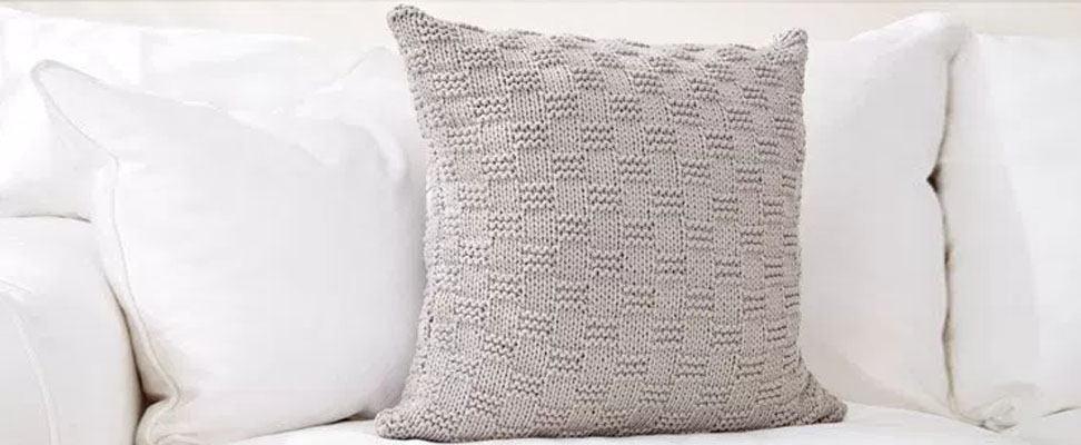 Beachside Knit Pillow in Bernat Maker Home Dec yarn