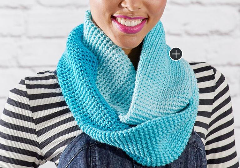 Easy Ombre Crochet Cowl