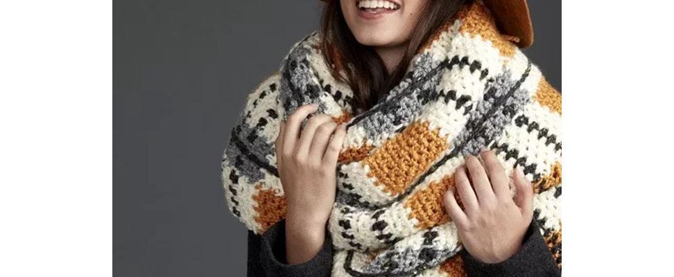Crochet Super Scarf in Patons Shetland Chunky yarn