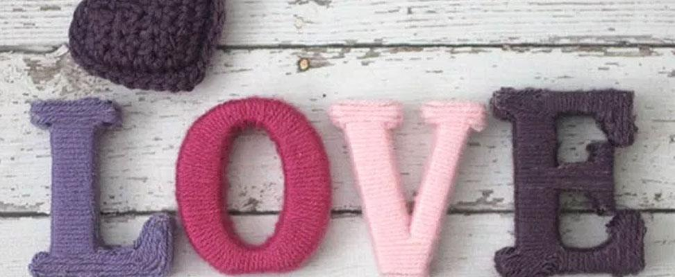 Valentine's Wreath in Bernat Super Value yarn by RepeatCrafterMe