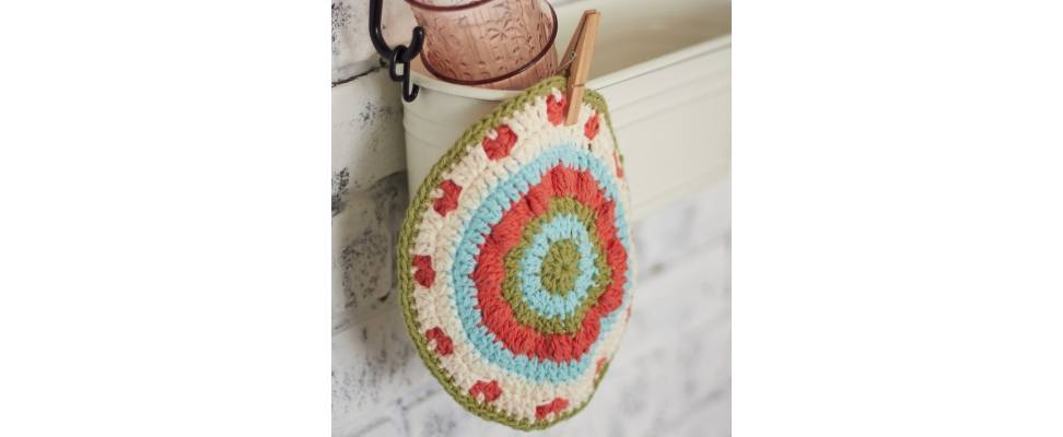 Vintage Blossom Dishcloth crocheted in Lily Sugar'n Cream yarn