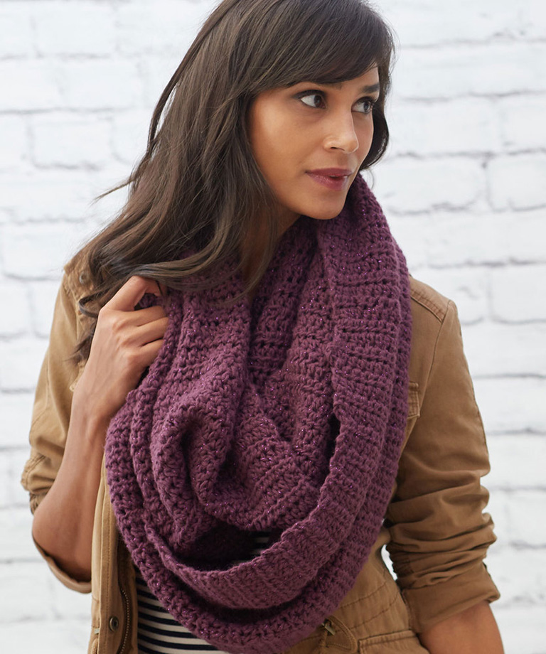 Supersized Chic Cowl Free Crochet Pattern LM5846
