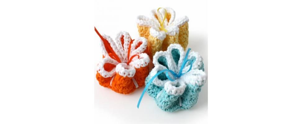 Ribbo Flowers Dishcloth crocheted in Lily Sugar'n Cream yarn