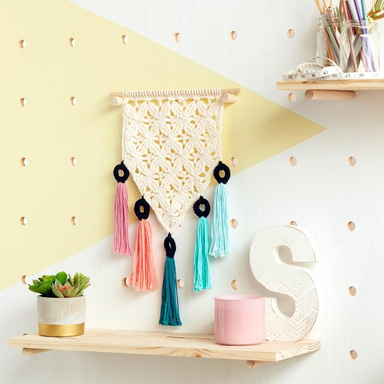 Easy Mini Mock-Ramé Crochet Wall Hanging