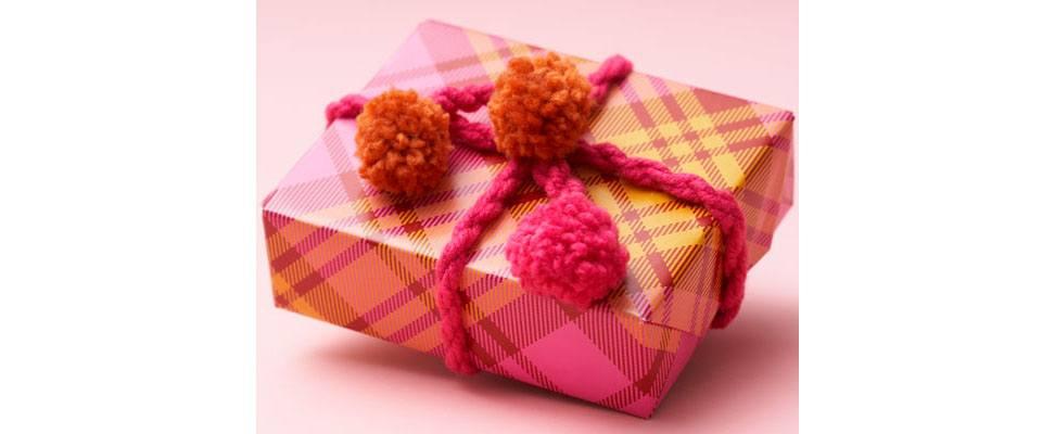 Pompom Gift Topper