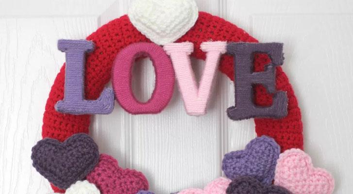 Make a lovely Valentine's Wreath!