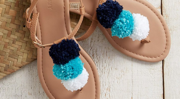 Make Pompom Sandals With Patons Grace