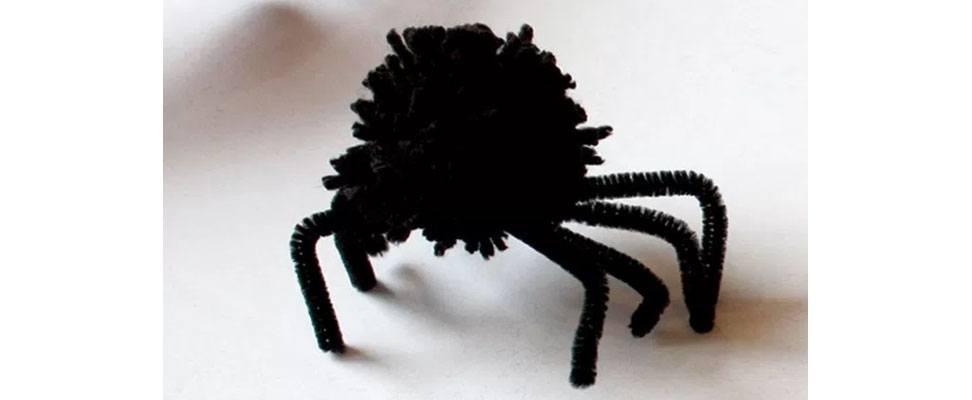 Pompom Spider in Bernat Super Value yarn Step 5